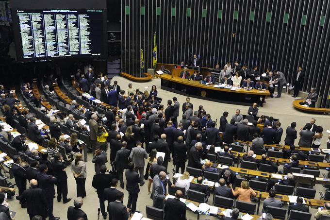 Câmara dos Deputados aprova texto-base do cadastro positivo